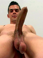Simon plays with his cock, Added: 2013-06-21 by Squirtz